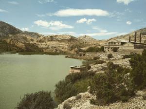 antigua central hidroeléctrica en el maestrazgo de teruel