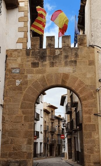 arco entrada calle mora de rubielos