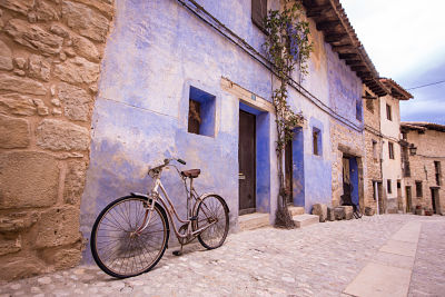 calle de valderrobres frente a castillo