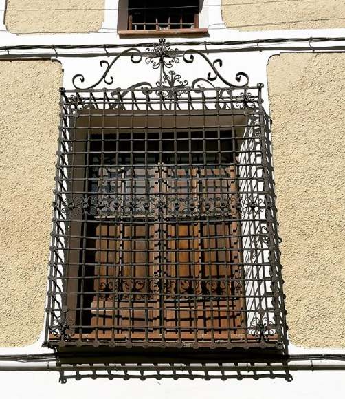 ventana con forja en orihuela del tremedal