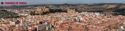 Fotografía panorámica de la ciudad de Alcañiz, con su castillo, la excolegiata y la Torre Gótica de la Concordia