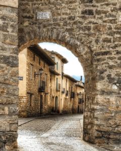 puerta muralla mirambel