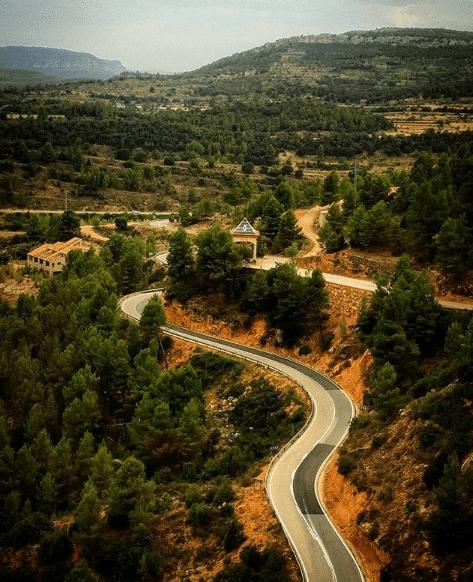 carretera con curvas del bajo aragón