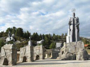 monumento en el nacimiento del rio Tajo
