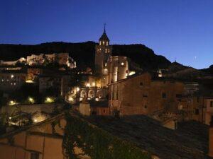 vista noctura de Albarracín