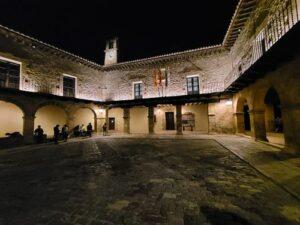 playa mayor de Albarracín iluminada