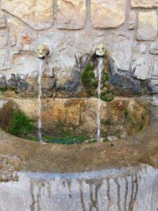 fuente plaza mayor molinos